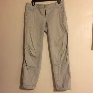 Distressed pale gray cropped New York and co pants